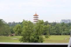 Pagoda tinggi di Chinese garden dari kejauhan